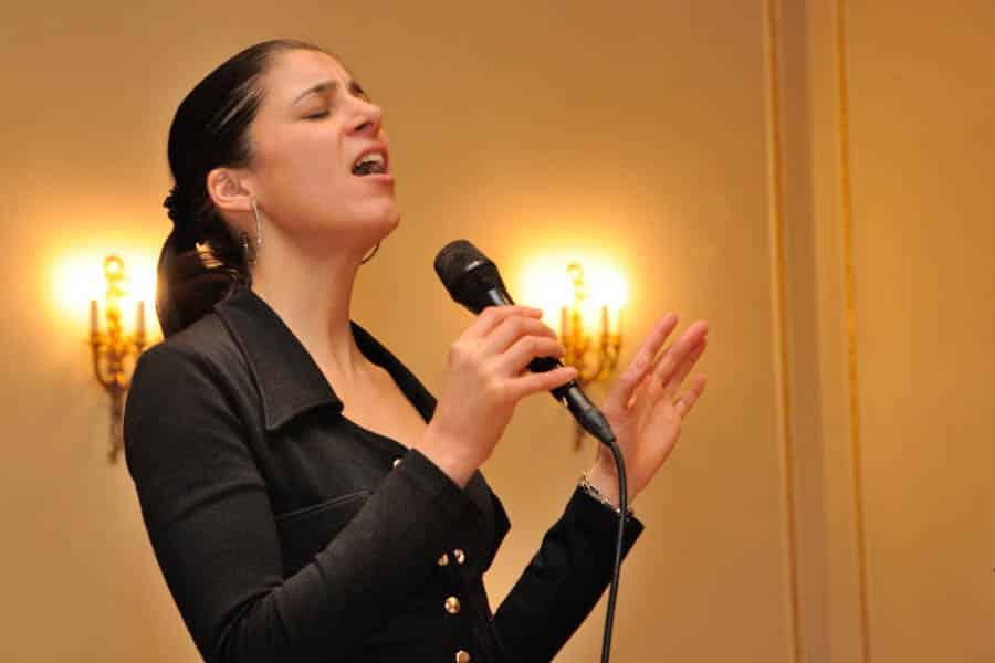 Sängerin Natalie Gozzi an Ihrem Event - für gute Unterhaltung.