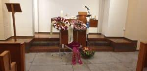 Als Sängerin an Beerdigung auf Friedhof Thalwil.